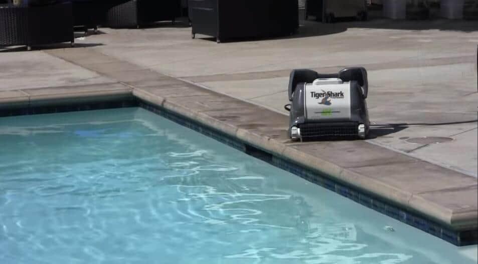 Hayward RC9955 robotic pool cleaner