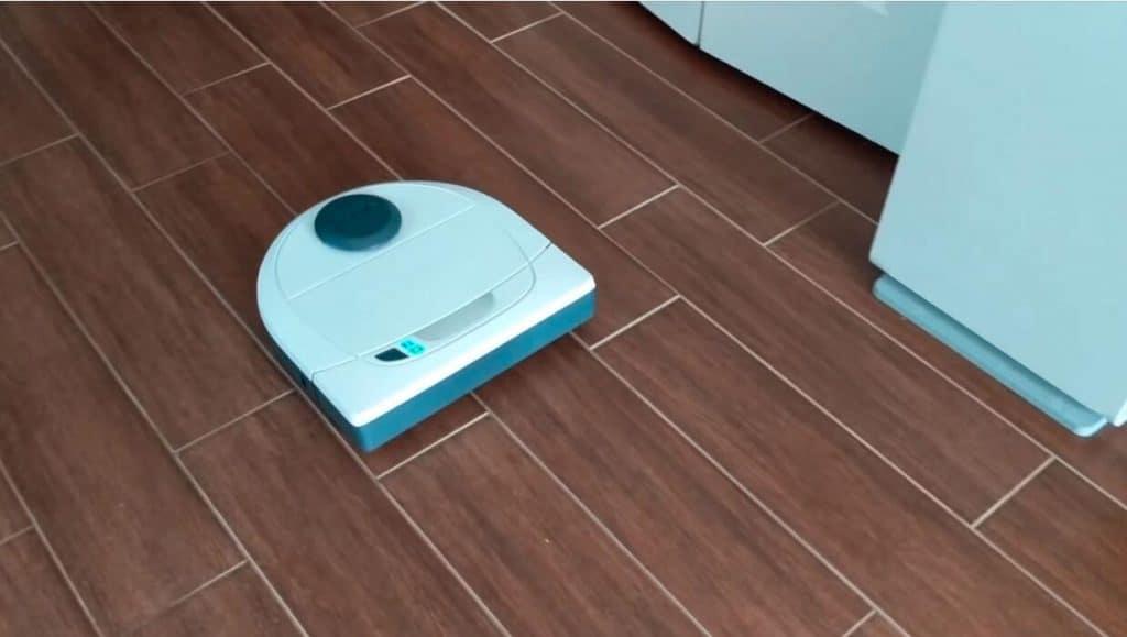 Neato Botvac D3 robot vacuum cleaner for hardwood floors