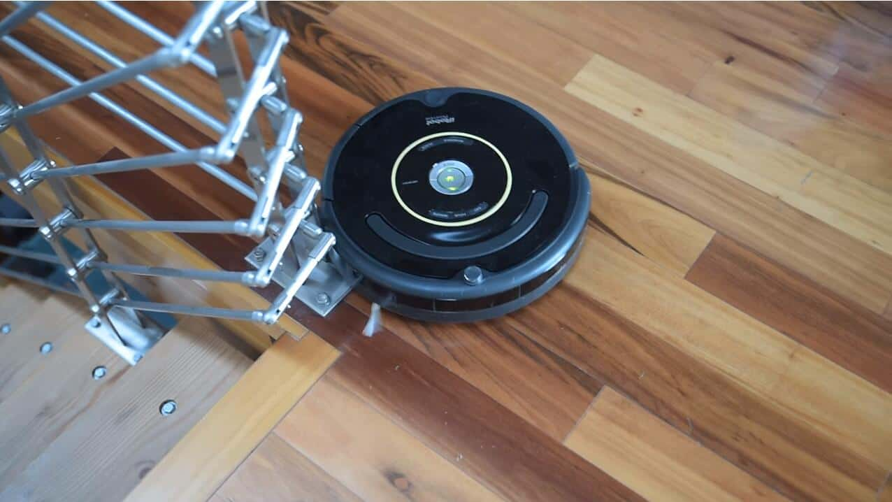 robot vacuum clean stairs