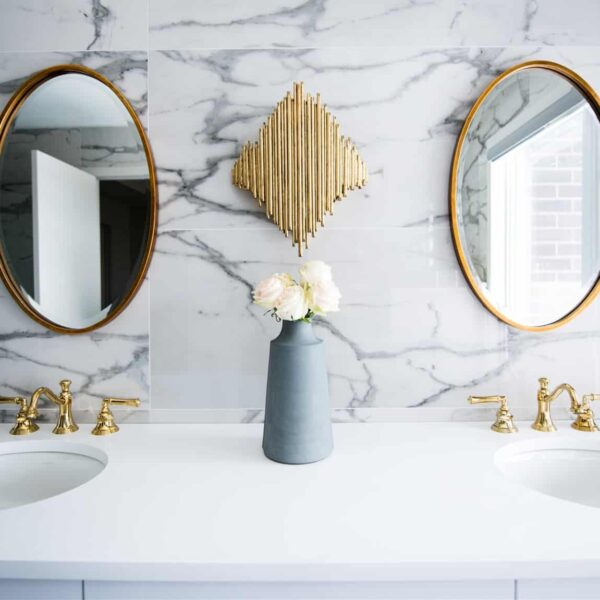 Amazing Types of Bathroom Mirror That Make Your Bathroom Look Luxury