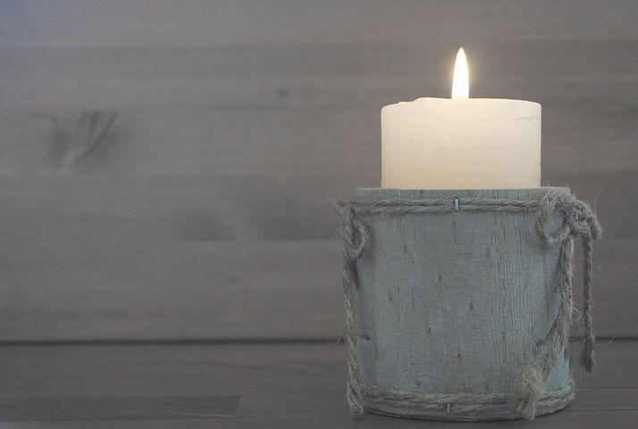 DIY Homemade Aromatherapy Candles to Improve Sleep